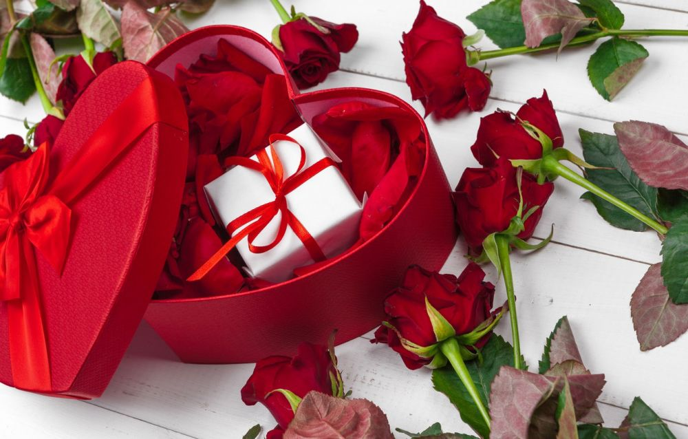 Do you know how many roses are given on that day?