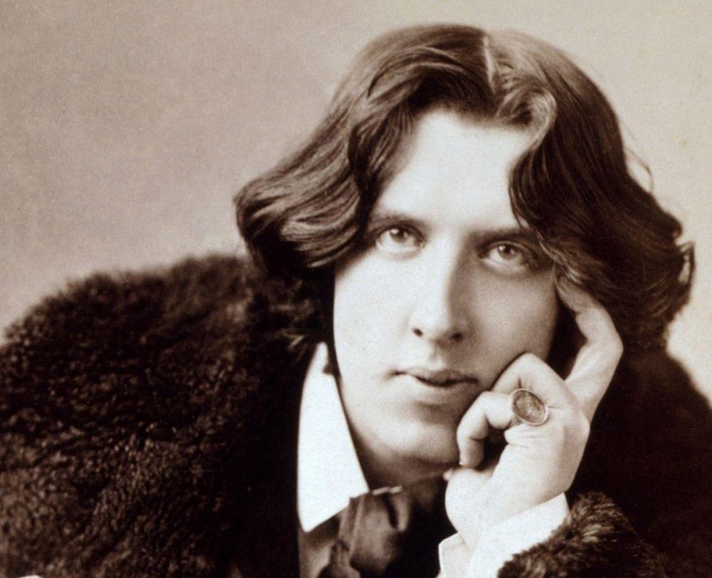 Oscar Wilde's play premiered