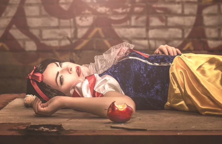 What Would Happen If Snow White Wouldn't Have Eaten the Poisoned Apple?