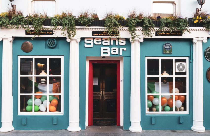 10 of the World's Most Famous Bars/Pubs